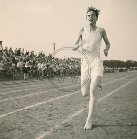 Läufer auf dem Sportplatz 1954