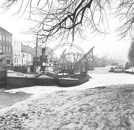 Hafen und Stau im Winter
