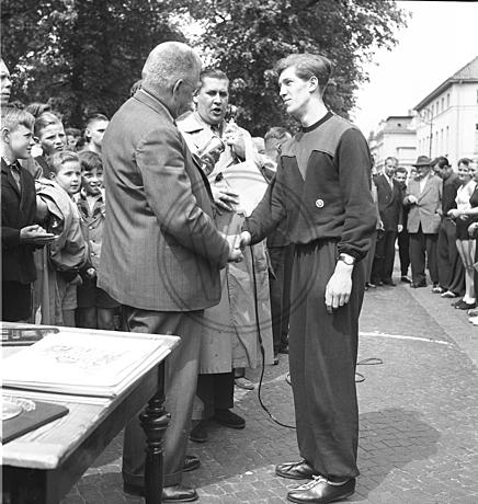 Siegerehrung beim Wall-Lauf 1953