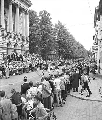 Läufer und Publikum beim Wall-Lauf 1953